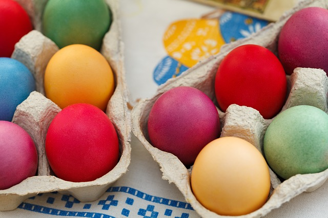 Dyeing Eggs, Naturally!