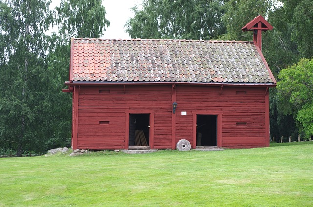 Fascinating: Barns are red because of the physics of dying stars!